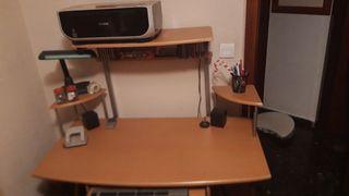 Impresora y mesa escritorio