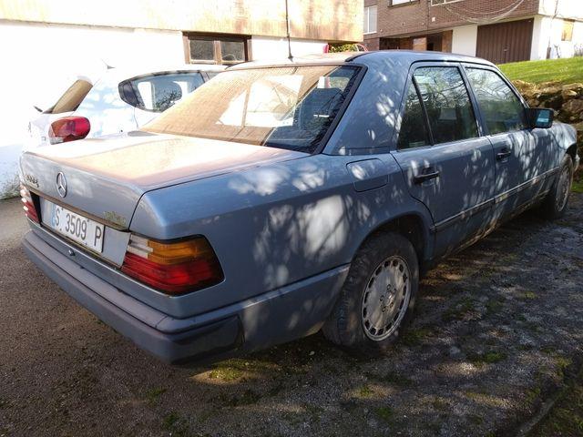 Mercedes-Benz 300E 1987