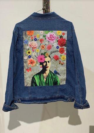 Chaqueta tejana con parche de Frida Kahlo de segunda mano