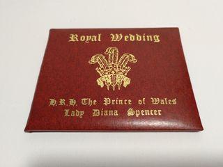 Estuche con sello de oro boda Principes de Gales.