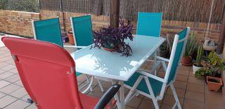 Conjunto de mesa y 5 sillas de jardín