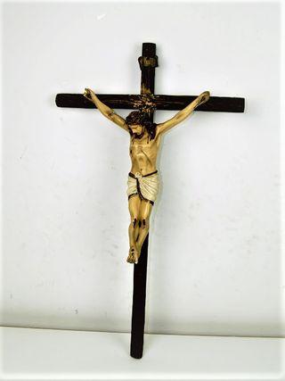Antiguo crucifijo en madera