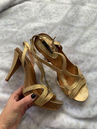 Sandalias de tacón cuplé