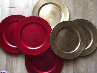 Bajoplatos combinados dorado y rojo