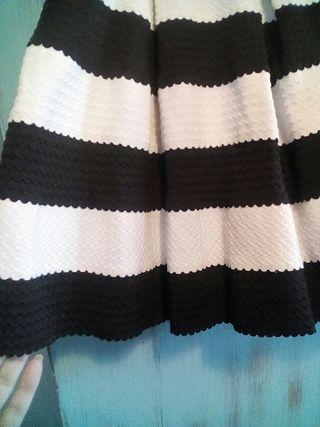 falda blanca y negra