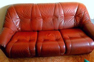 Se regala sofá cama y sillón
