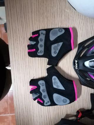 Casco y guantes bicicleta