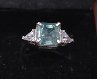 precioso anillo con diamante moissanita