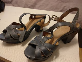 Sandalias de tacón. 38