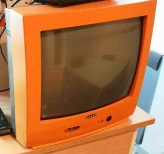 tele sanyo con mando. color naranja. Está nueva!!