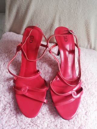 Sandalia de tacón fino