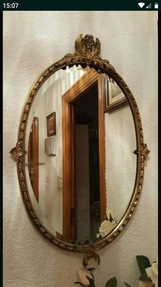Espejo ovalado.
