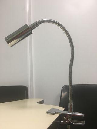 Lámpara adaptable con luz blanca