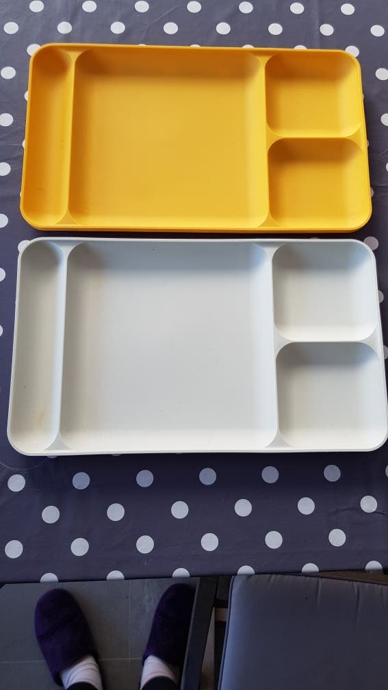 2 bandejas individuales Tupperware