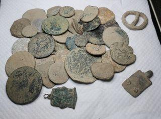 Precioso lote de monedas y piezas medievales