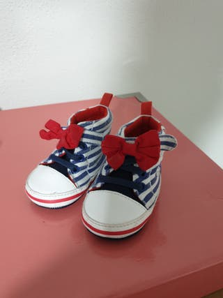 zapatilla niña azul blanca
