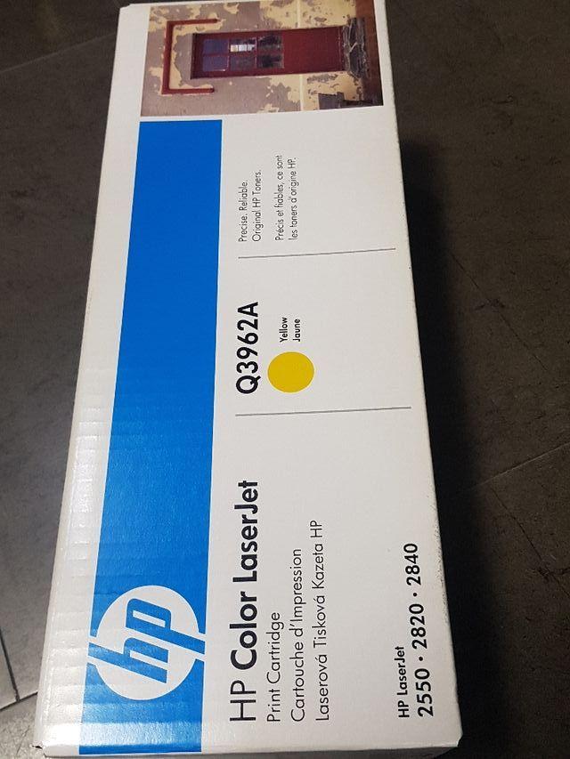 hp color laserjet Q3962A YELLOW