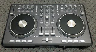 Controladora Numark MixTrack Pro