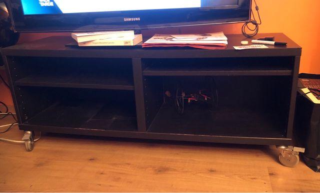 Mueble bajo TV de Ikea con ruedas