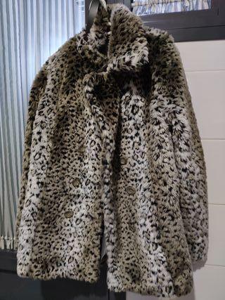 abrigo de pelo estampación animal. tres cuartos