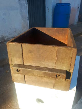 Caja de madera antigua.