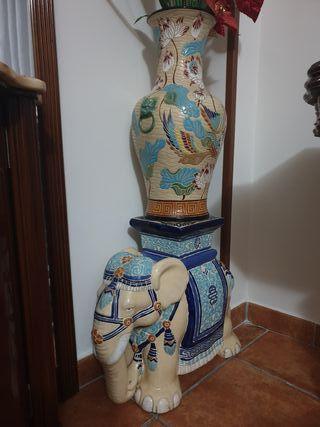 Jarrón cerámica elefante y jarrón chino