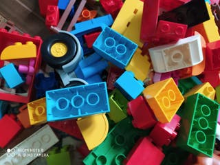 250 piezas de Lego Duplo originales.