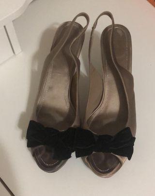 Sandalias de piel con tacón
