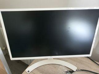 monitor LG IPS blanco aún con plásticos