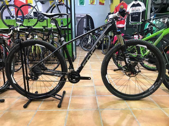 bicicleta focus carbono 29