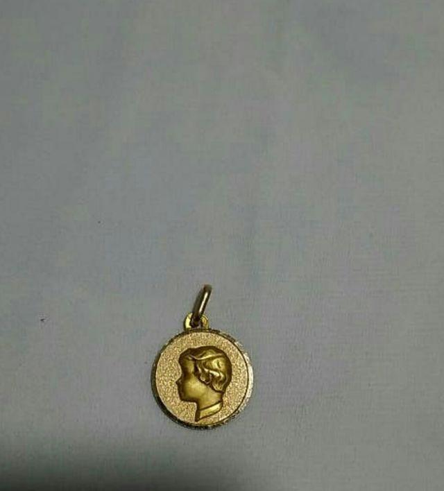 medalla de oro 18k