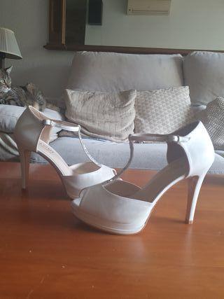Sandalias blancas boda
