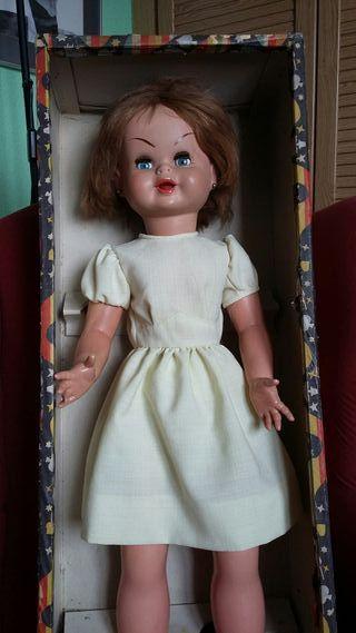 muñeca Gwendolyn de Famosa