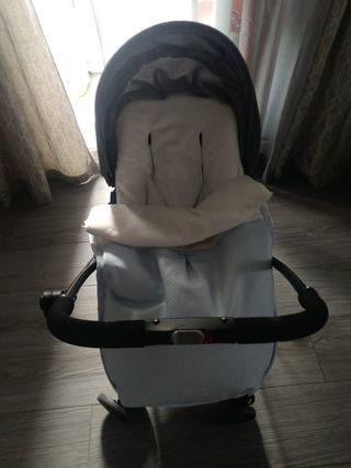 Silla de paseo Mee-go ultraligera