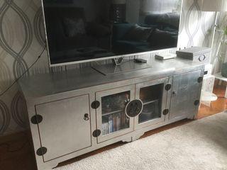 Mueble aparador para la televisión.