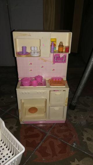 Dormitorio Barbie + tocador + cocinilla + carito