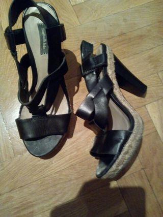 Sandalias negras tacón alto