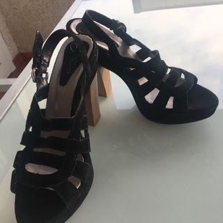 Sandalia ante negro