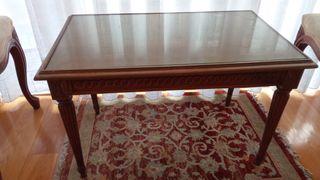 Mesa de madera hecha a mano.