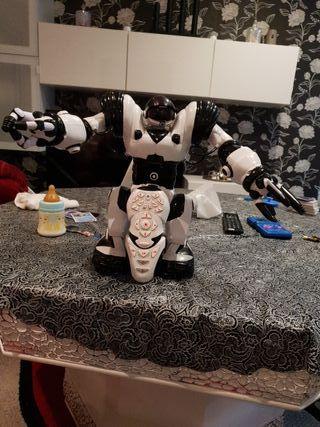 robot con pilas