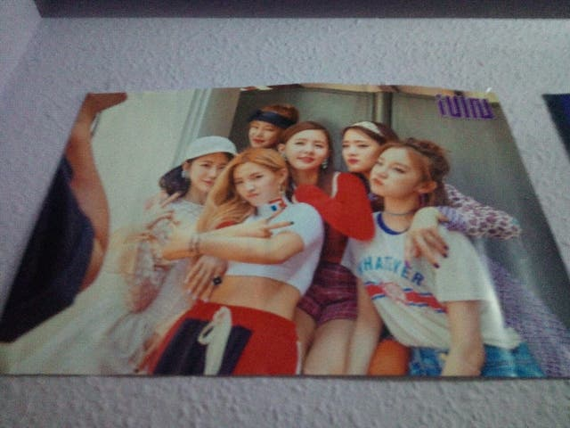 poster g-idle