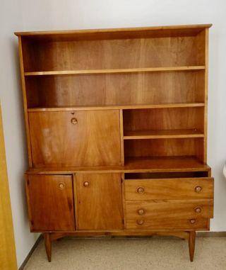 Mueble aparador con estanterías vintage