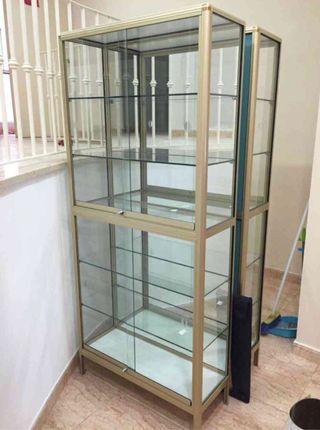 Vendo 2 vitrinas y mostrador de aluminio y cristal