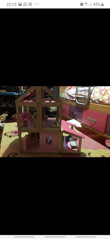 casa de muñecas. madera .juguetes