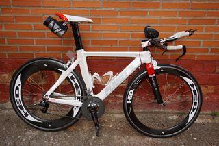 bicicleta crono-cabra triatlon