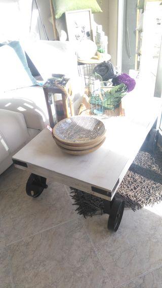 Mesa centro blanca ruedas