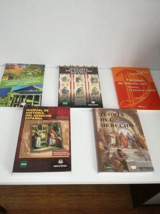 Libros de texto de 1° de derecho de la UNED