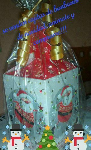 cajita navideña decorada de bombones