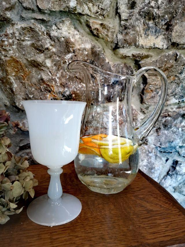 Copa - jarrón de cristal opalina.