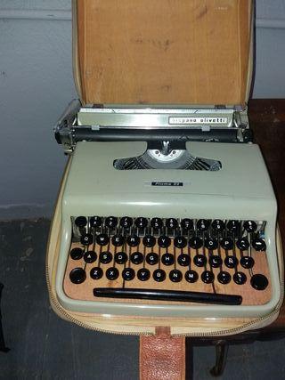 Máquina escribir olivetti antigua